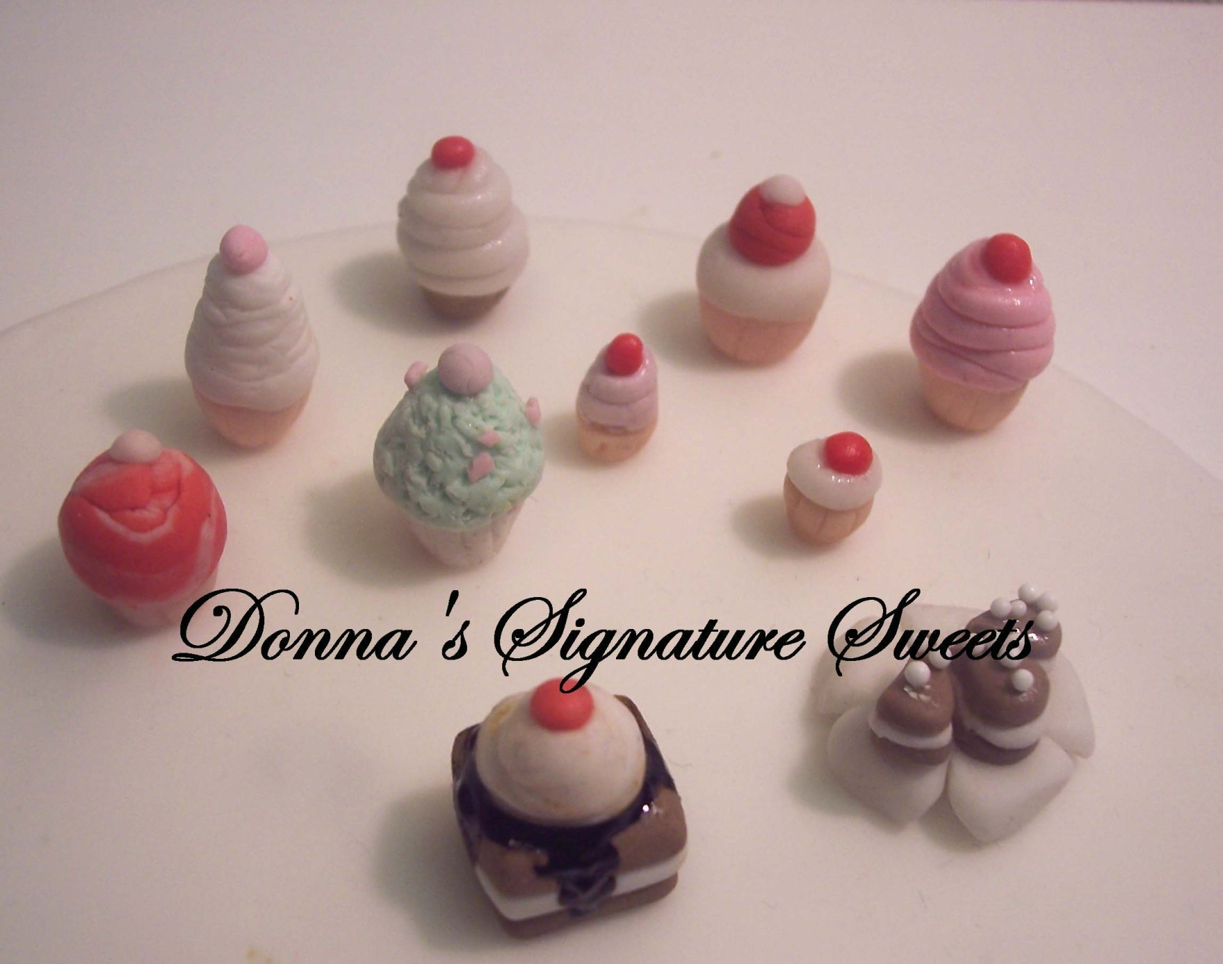 Gumpaste miniature cupcakes and cake